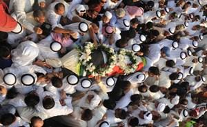 بالفيديو والصور.. مشهد مهيب في تشييع عبدالحسين عبدالرضا - المواطن