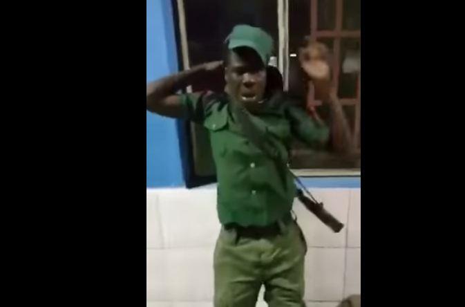 جندي نام اثناء الخدمة