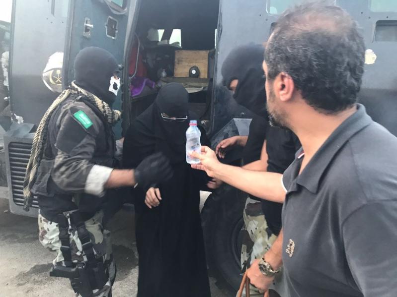 لقطات تبرز جهود رجال الأمن لحماية أهالي حي المسورة من نيران الإرهابيين