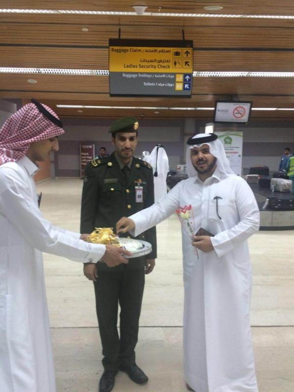 جوازات مطار أبها الإقليمي تُعايد المسافرين (1)