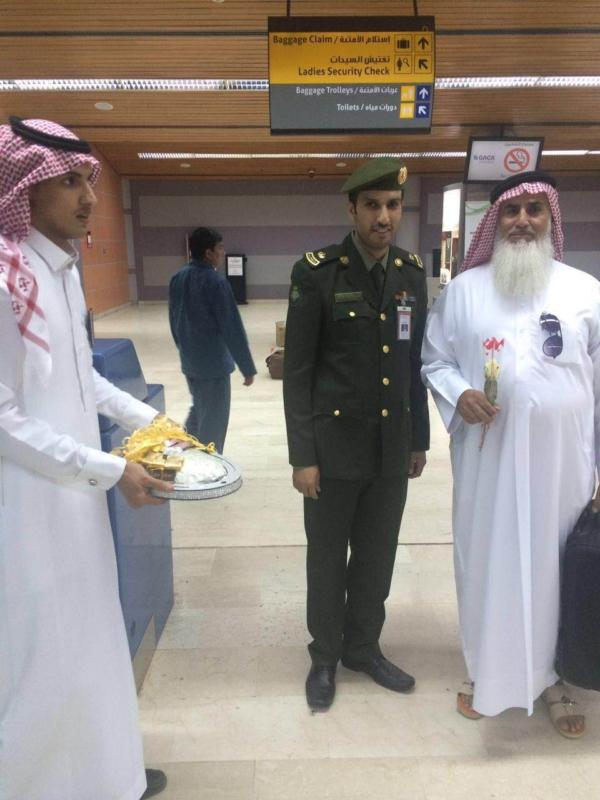 جوازات مطار أبها الإقليمي تُعايد المسافرين (360550877) 
