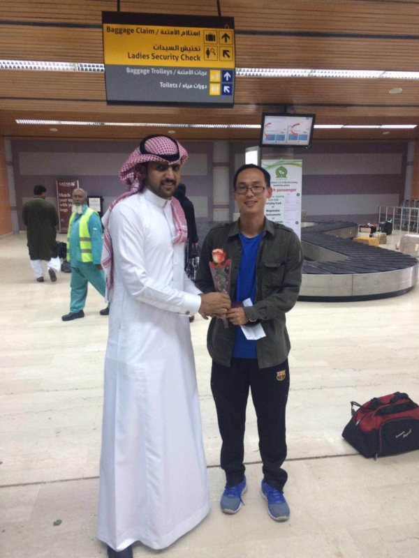 جوازات مطار أبها الإقليمي تُعايد المسافرين (360550880) 