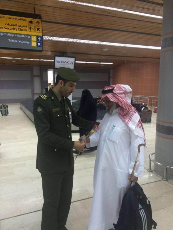 جوازات مطار أبها الإقليمي تُعايد المسافرين (360550883) 