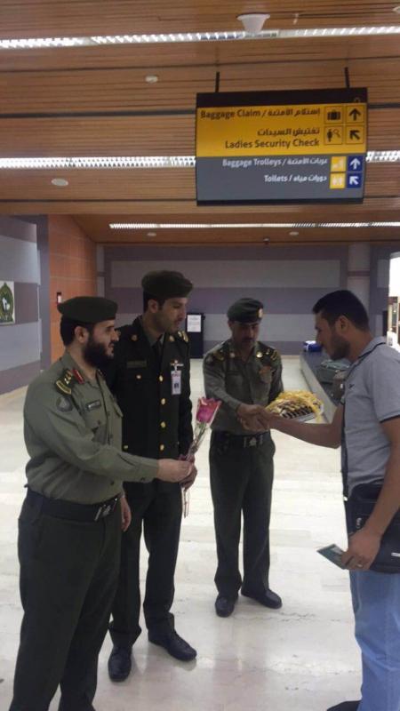 جوازات مطار أبها الإقليمي تُعايد المسافرين (360550887) 