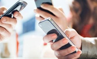 دراسة: النساء أكثر إدماناً للهواتف الذكية من الرجال - المواطن