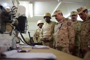 رئيس الجهاز العسكري بالحرس الوطني يقوم بجولة تفقدية للقوات بنجران
