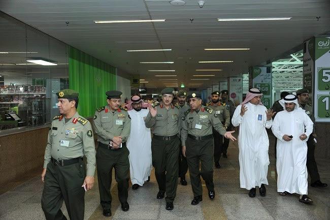 جولة مدير عام الجوازات التفقدية لصالات العمرة بمطار الملك عبدالعزيز (3)