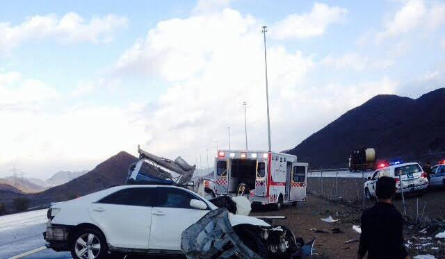 حادث-اصطدام-عمود-انارة-بطريق-الهجرة (2)