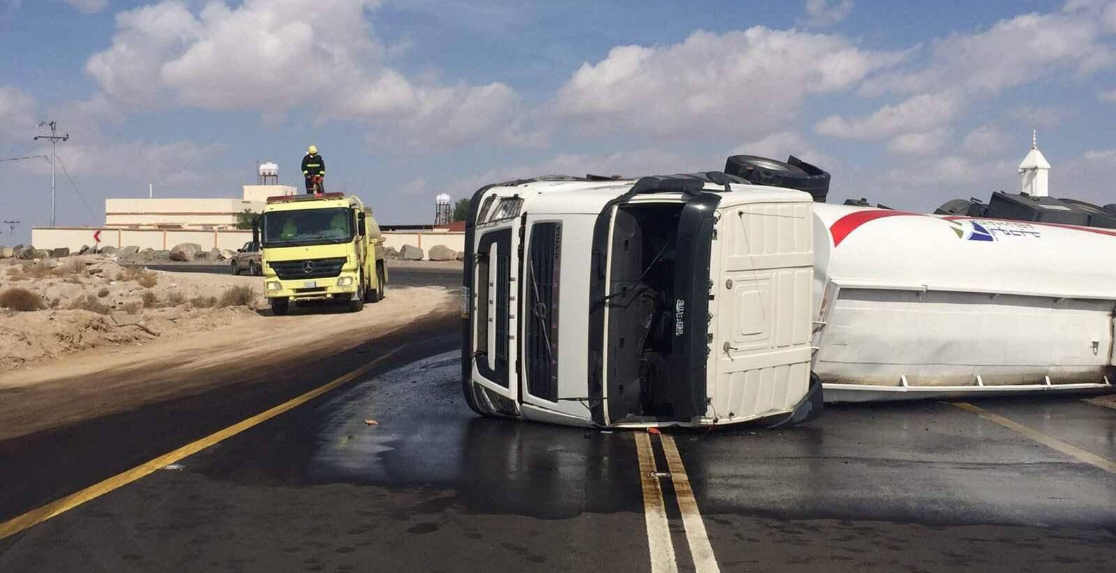 حادث-انقلاب-شاحنة-وقود-بوادي-هشبل (3)