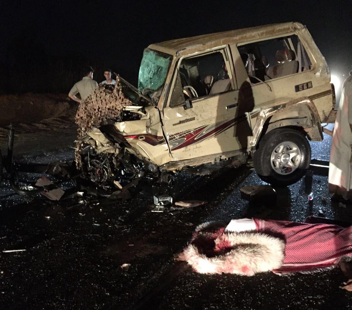حادث تصادم بعارضة جازان (6)