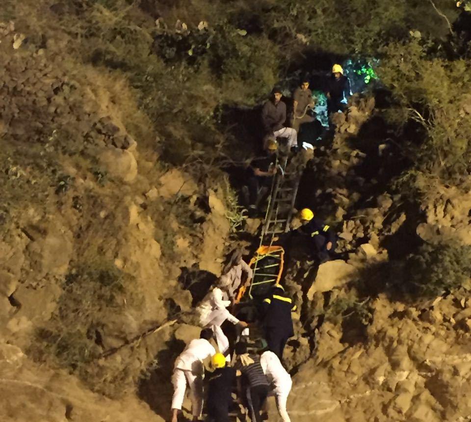 حادث سقوط مركبة بفيفا (11)