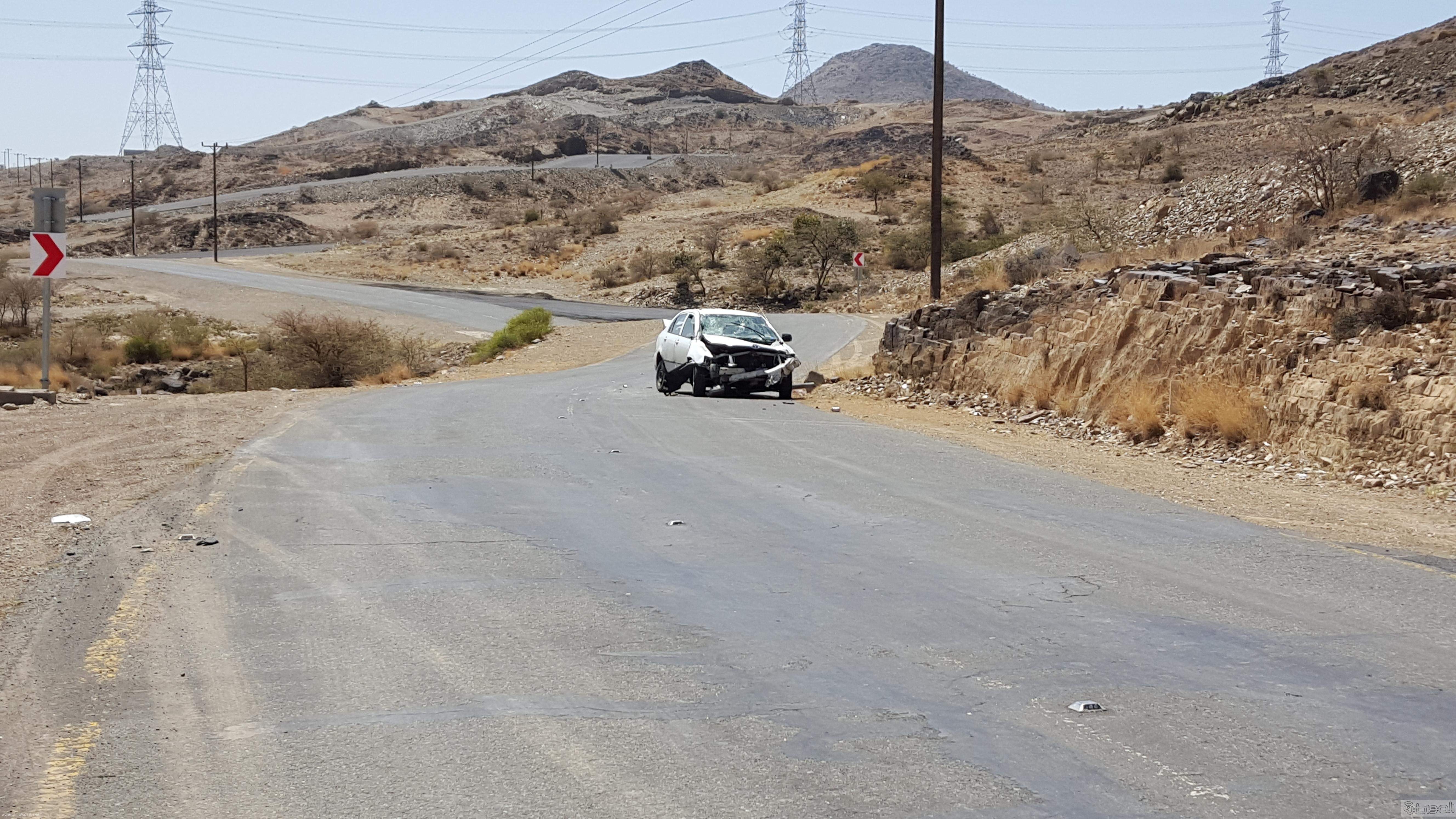 حادث مروري  بطريق ال يوسف ذم سنون بمدينة ابها  (2)