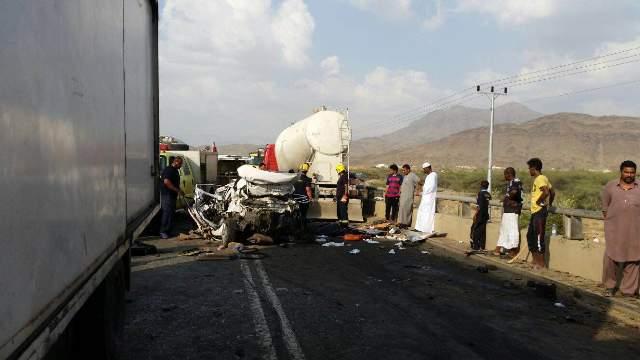 حادث مروع يتسبب في وفاة ثلاثة من أسرة واحدة بالعُرضيات (1)
