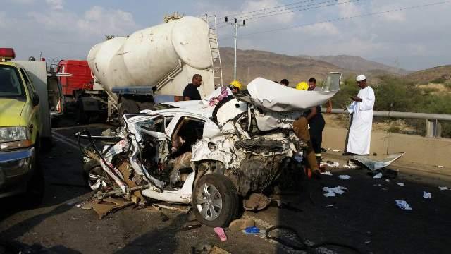 حادث مروع يتسبب في وفاة ثلاثة من أسرة واحدة بالعُرضيات (3)