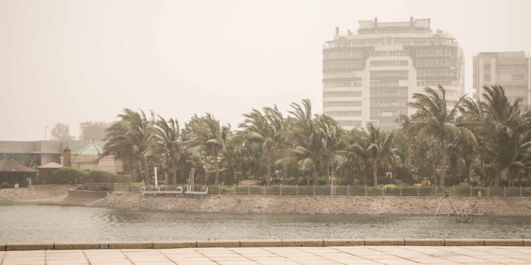 الطقس الجمعة: 8 مناطق على موعد مع الغبار والحرارة ترتفع بشدّة شرق ووسط المملكة