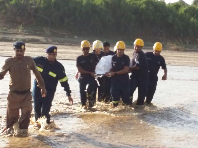 حالتا وفاة وإنقاذ 14 آخرين وقطع الطرق.. حصيلة  سيول #جازان في ساعات (31195649) 