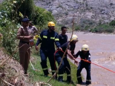 حالتا وفاة وإنقاذ 14 آخرين وقطع الطرق.. حصيلة سيول #جازان في ساعات (31195655) 