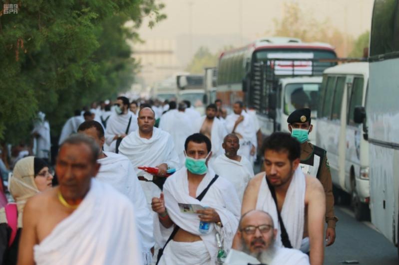 حجاج بيت الله في صعيد عرفات (13)