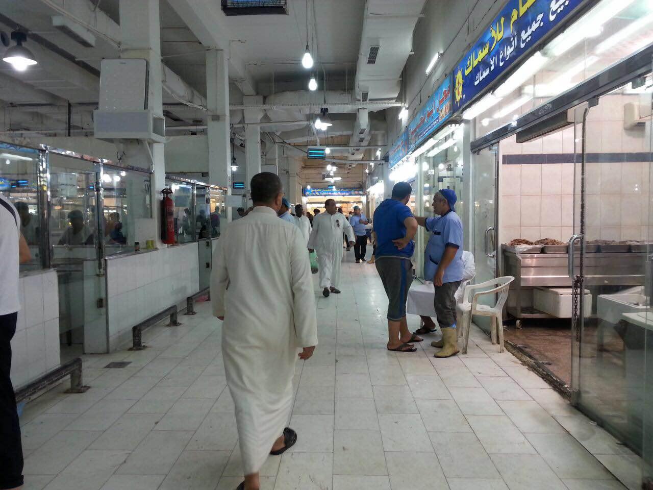 حرارة الاجواء واقتراب رمضان يسجلان ركودا في اسواق السمك بمكة (2)
