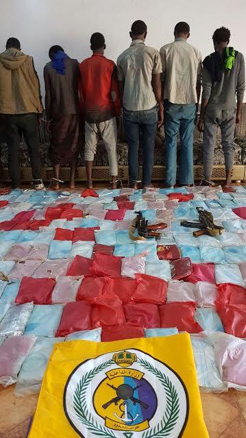 حرس الحدود بجازان يحبط تهريب 305 كيلوجرامات ويقبض على 8 أثيوبيين. 1