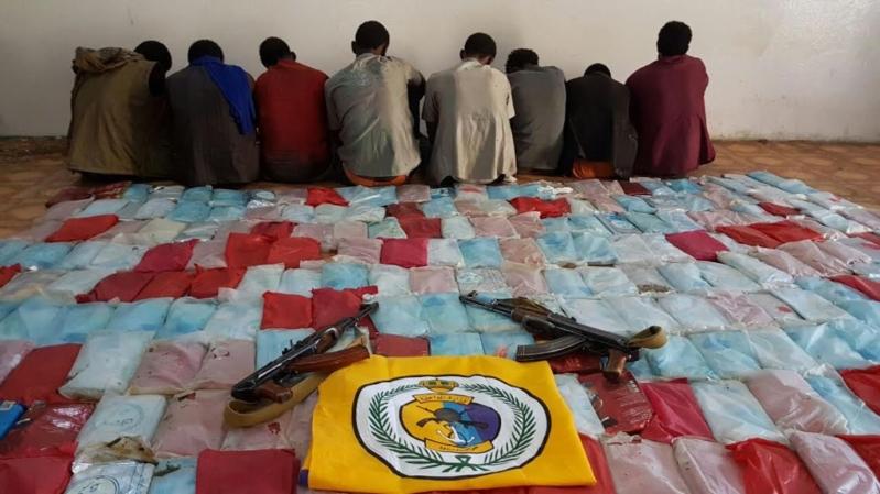 حرس الحدود بجازان يحبط تهريب 305 كيلوجرامات ويقبض على 8 أثيوبيين.