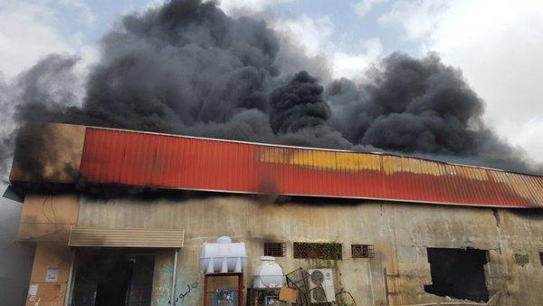 حريق احد المستودعات بابوعريش (1)