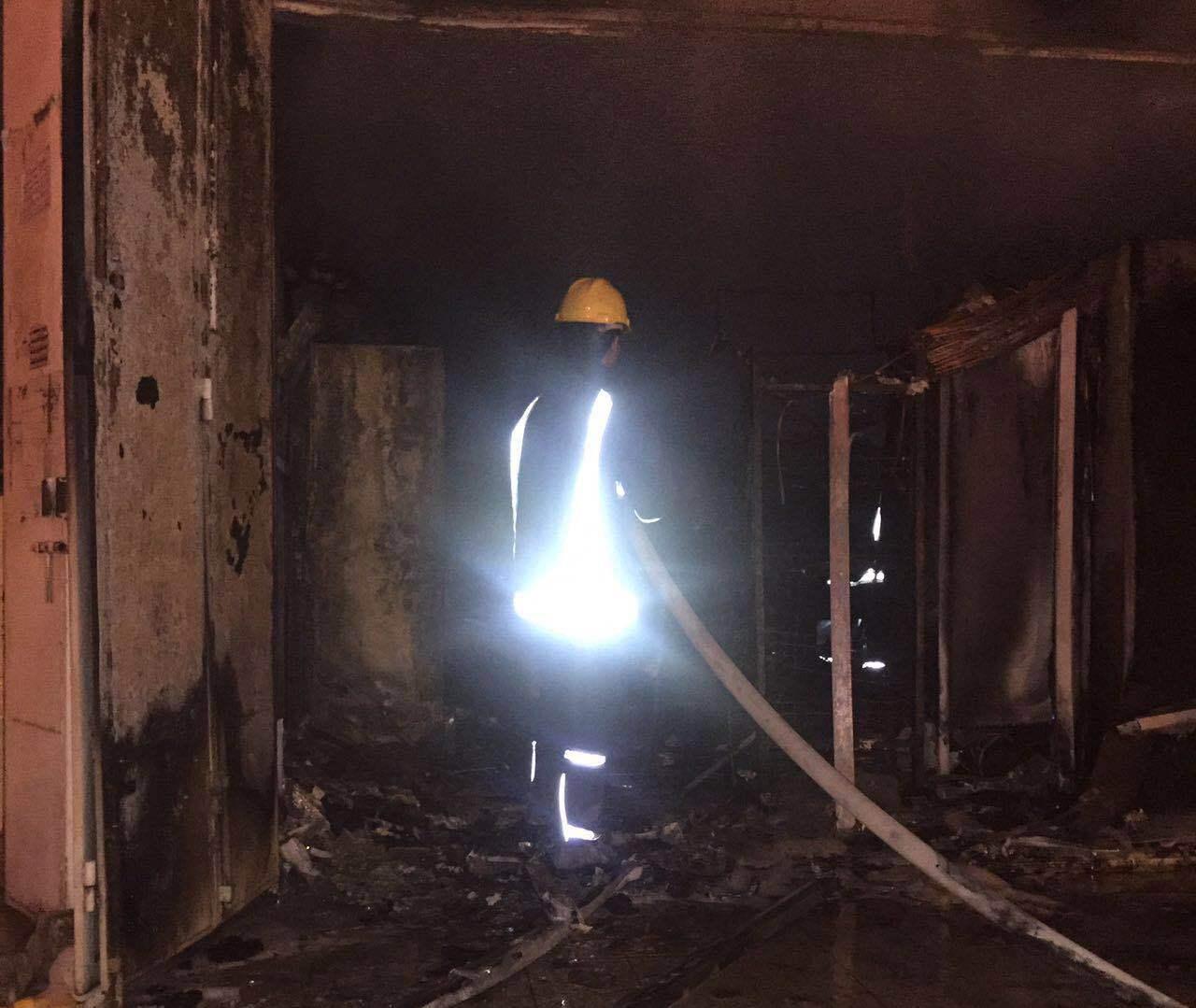 حريق باحدى المحلات التجارية بحي الرصاص بخميس مشيط (1)