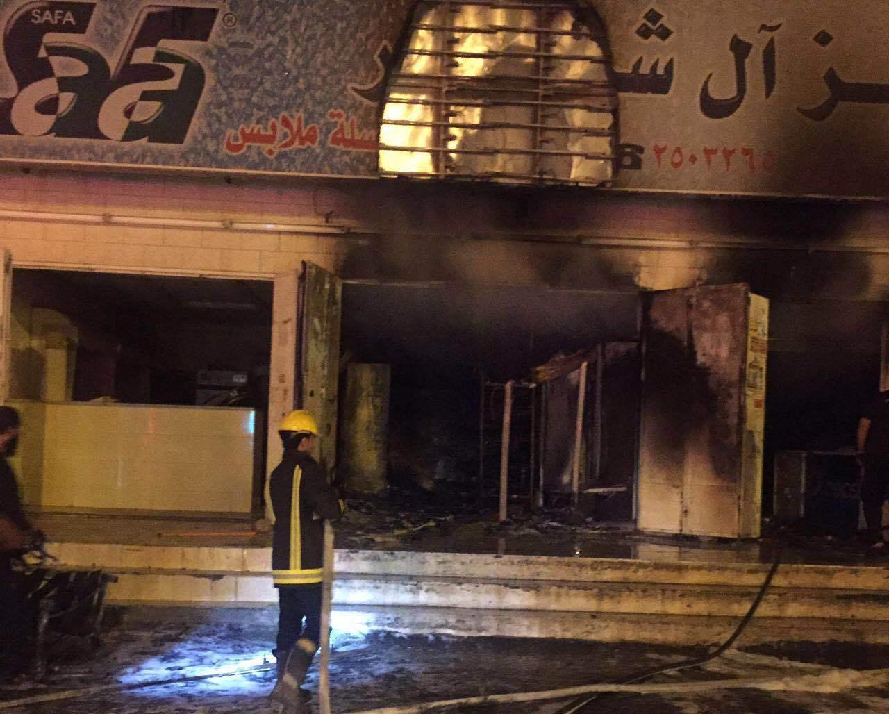 حريق باحدى المحلات التجارية بحي الرصاص بخميس مشيط (4)