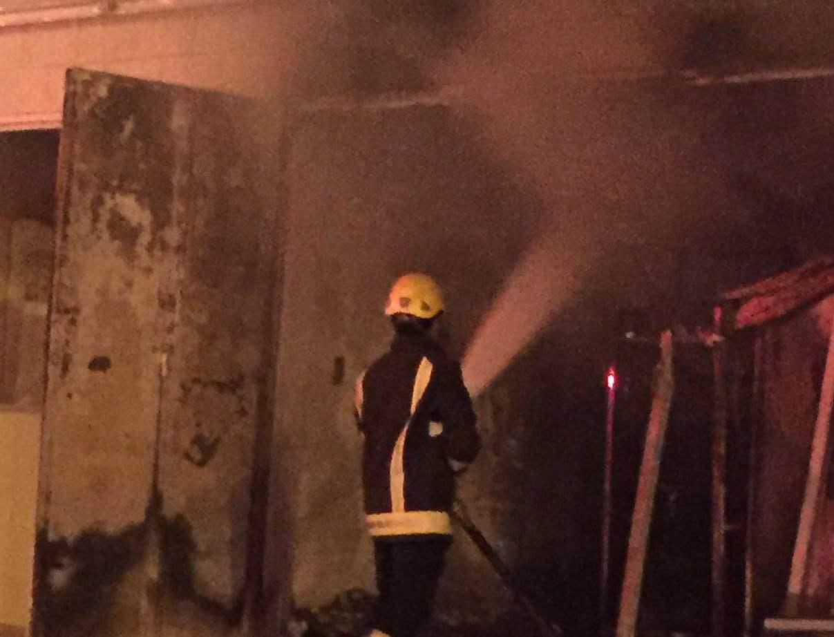 حريق باحدى المحلات التجارية بحي الرصاص بخميس مشيط (5)