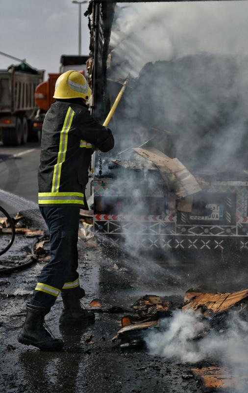 حريق بشاحنة1