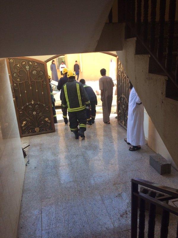 حريق بشقة سكنية في #تبوك يخلي سكانها