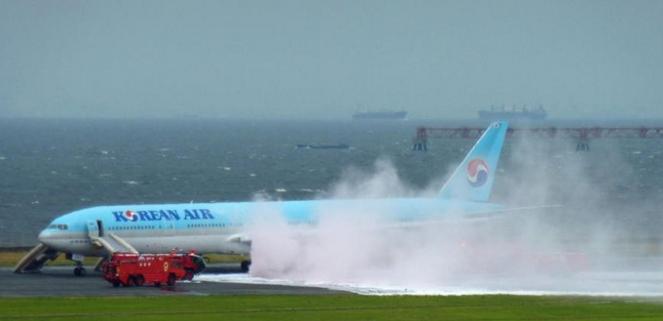 حريق بطائرة كورية
