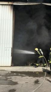 حريق بـ7 مستودعات (126333901) 