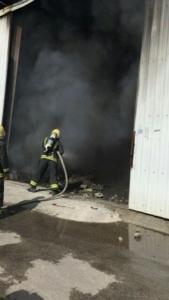 حريق بـ7 مستودعات (126333909) 