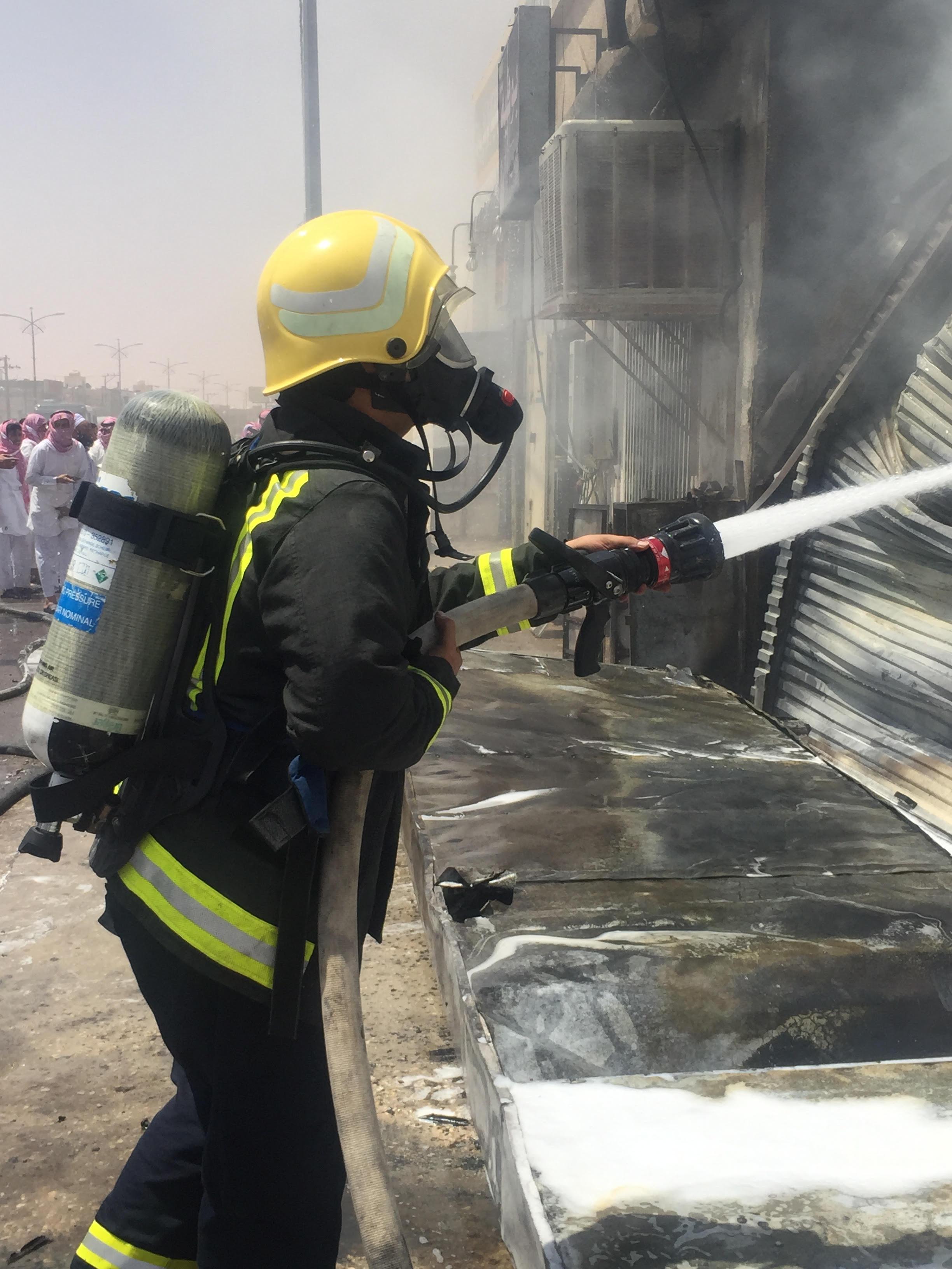 حريق بمحل بنشر برماح كاد أن يسبب كارثة