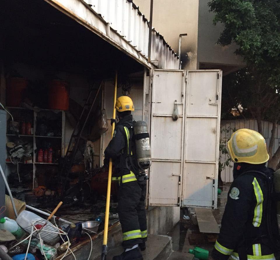 حريق بمستودع اثاث بـالطائف (5)