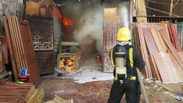 حريق بورشة الصناعية بجدة (1)