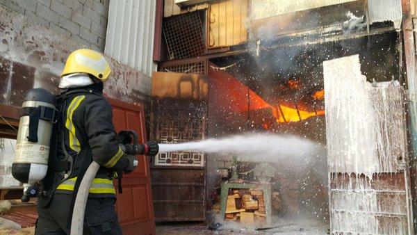 حريق بورشة الصناعية بجدة (2)