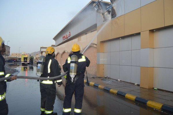 حريق صالة كبار الشخصيات بقصر الافراح بالمدينة (3)