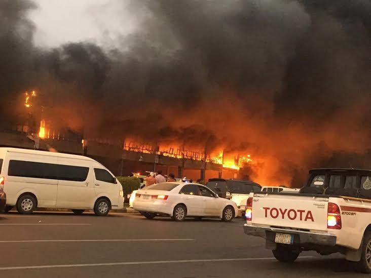 حريق ضخم بجمع تجاري قبيل افتتاحه بجازان10