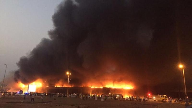 حريق ضخم بجمع تجاري قبيل افتتاحه بجازان11