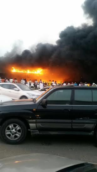 حريق ضخم بجمع تجاري قبيل افتتاحه بجازان3