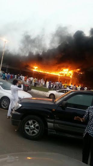 حريق ضخم بجمع تجاري قبيل افتتاحه بجازان9