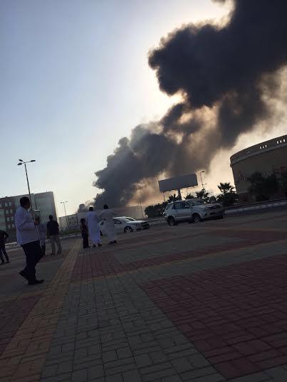 . حريق ضخم بمجمع تجاري بجازان3