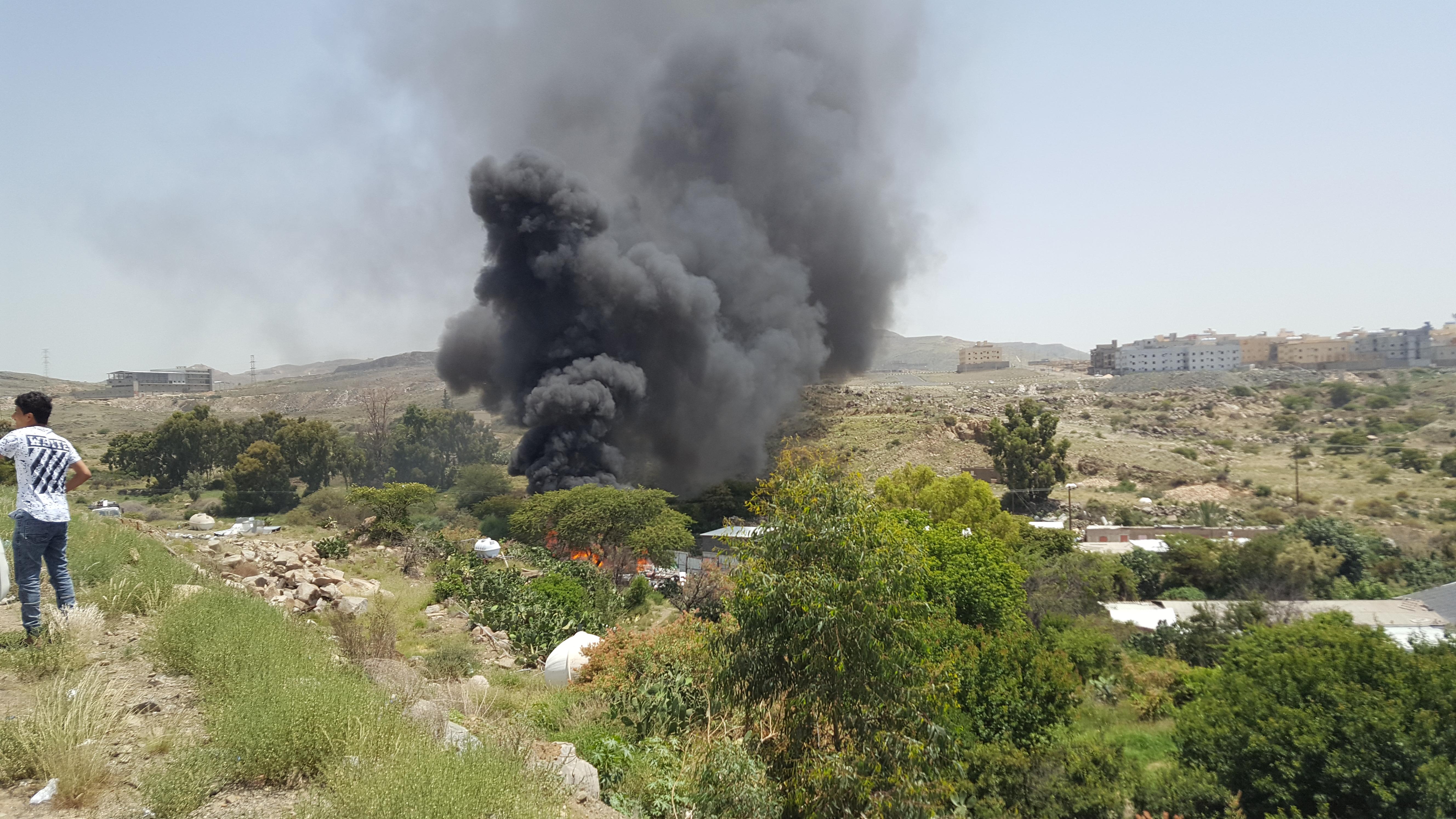 حريق ضخم في احد المواقع في ابها (3)