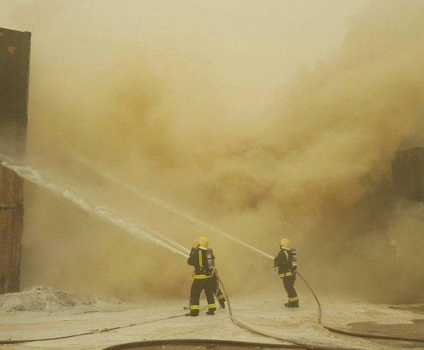حريق في حاويات داخل ميناء جدة الإسلامي (1)
