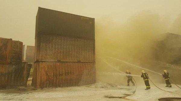 حريق في حاويات داخل ميناء جدة الإسلامي (2)