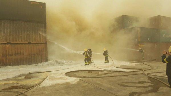 حريق في حاويات داخل ميناء جدة الإسلامي (3)