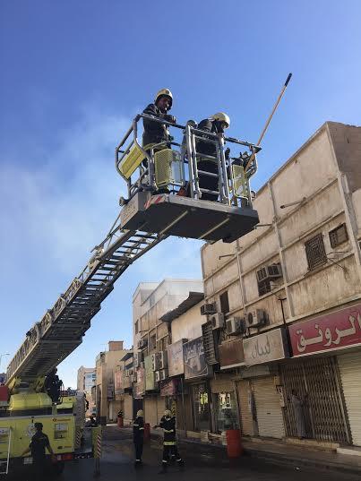 حريق في محل بشارع الصناعة ببريدة4