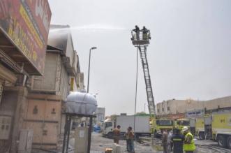 بالصور.. حريق في مدخل بناية يمتد إلى مستودع في جدة - المواطن